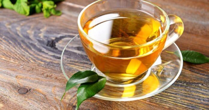 ceai verde frunze si ceasca